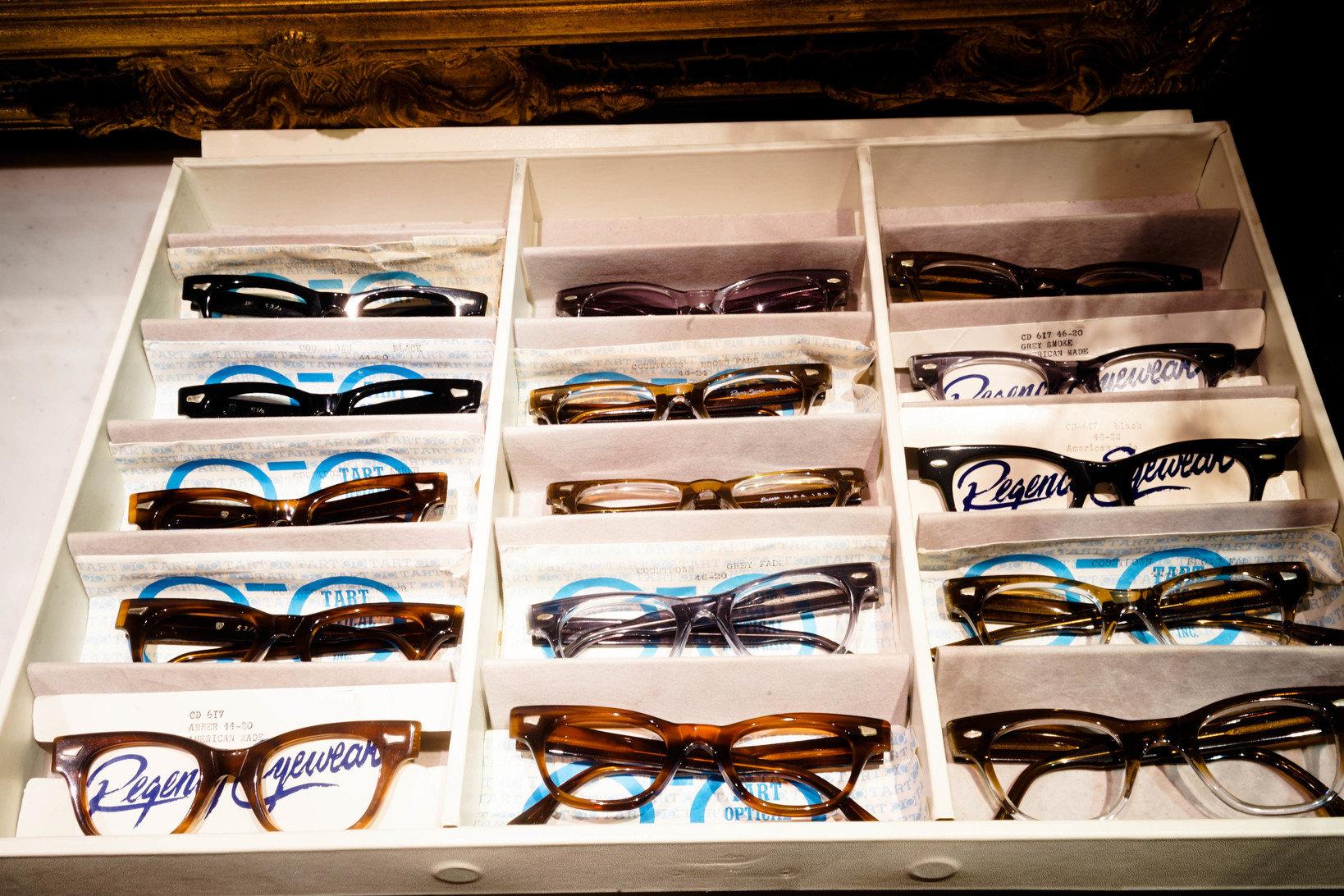 1960年代製造のアメリカのブランド、タートオプティカルのメガネ。同デザインでサイズ/カラーバリエーションが豊富なのが特徴。