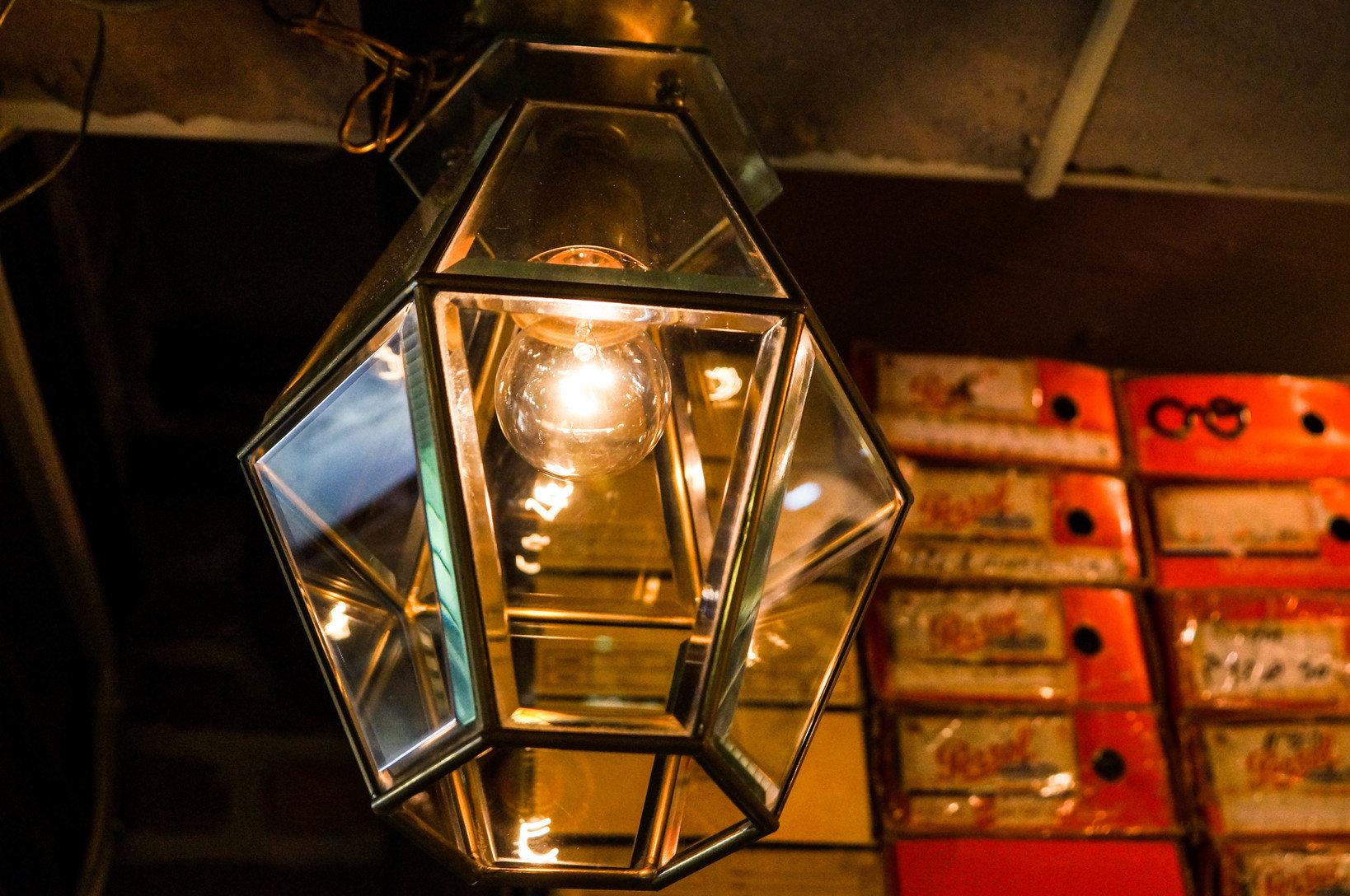 ガラスのライトの光の抜け方。