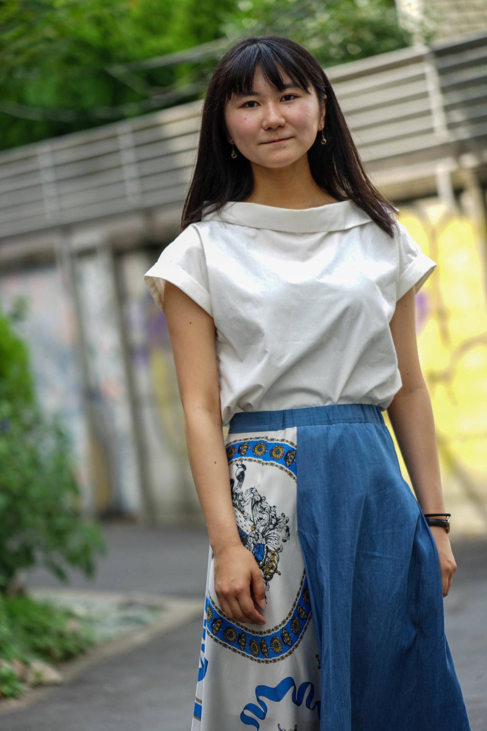 ちなみにこちらが当日の私の服装。裏路地で撮ったらストリートスナップみたいになった。
