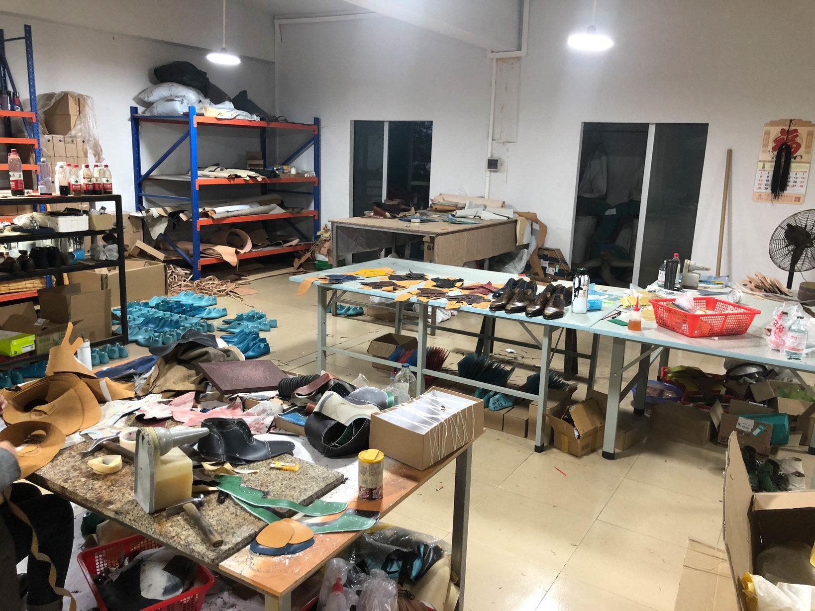 「名も無きビジネスシューズ」が生み出される中国南部の工房