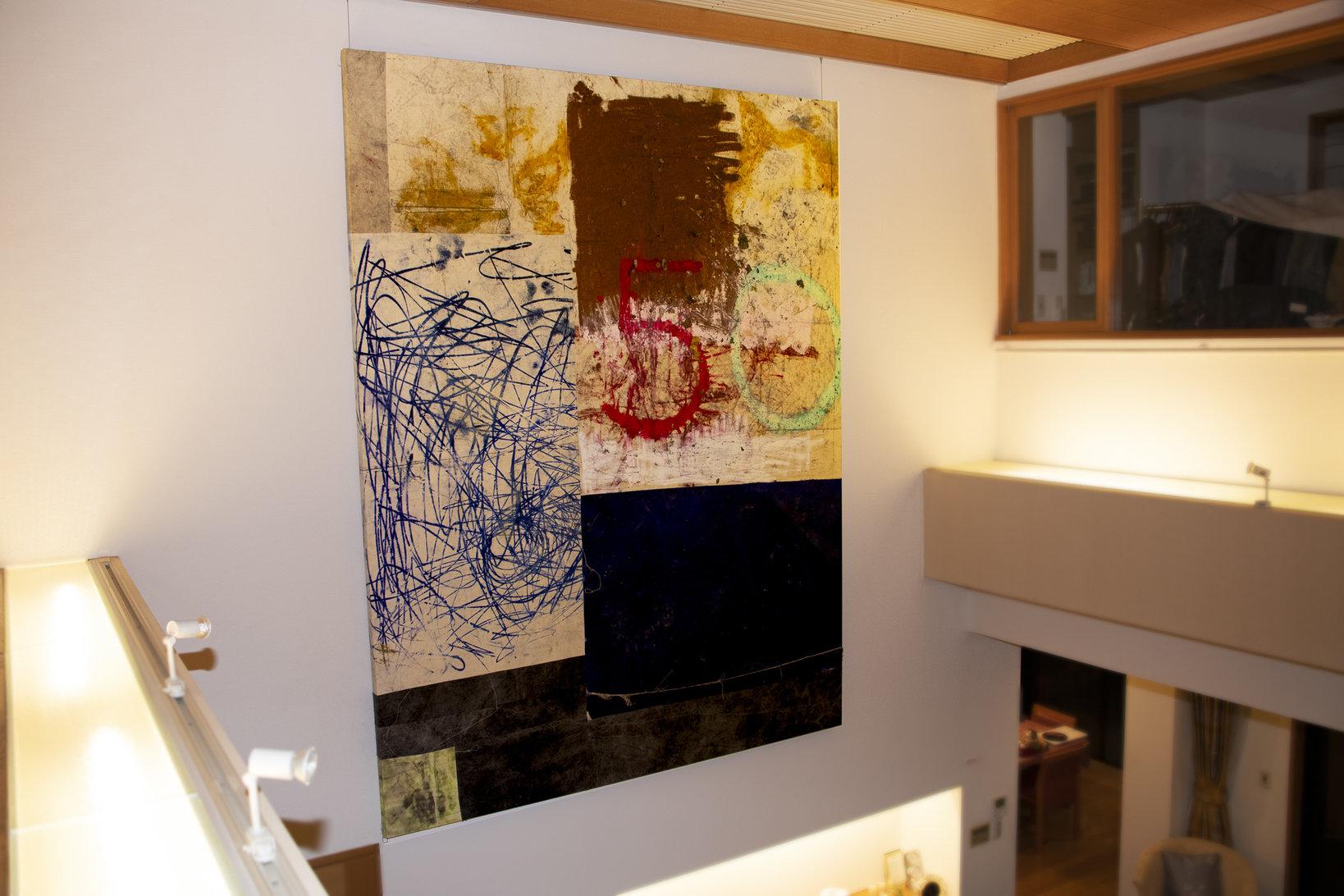 オスカー・ムリーリョ(Oscar MURILLO)の作品。和室や玄関などにも購入した作品が飾られている。