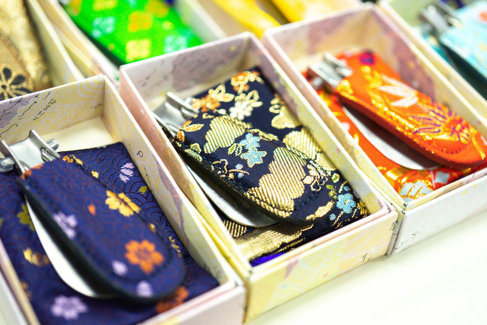 群馬県桐生市の伝統技術、桐生織りを施した靴ベラは今期の新製品です。
