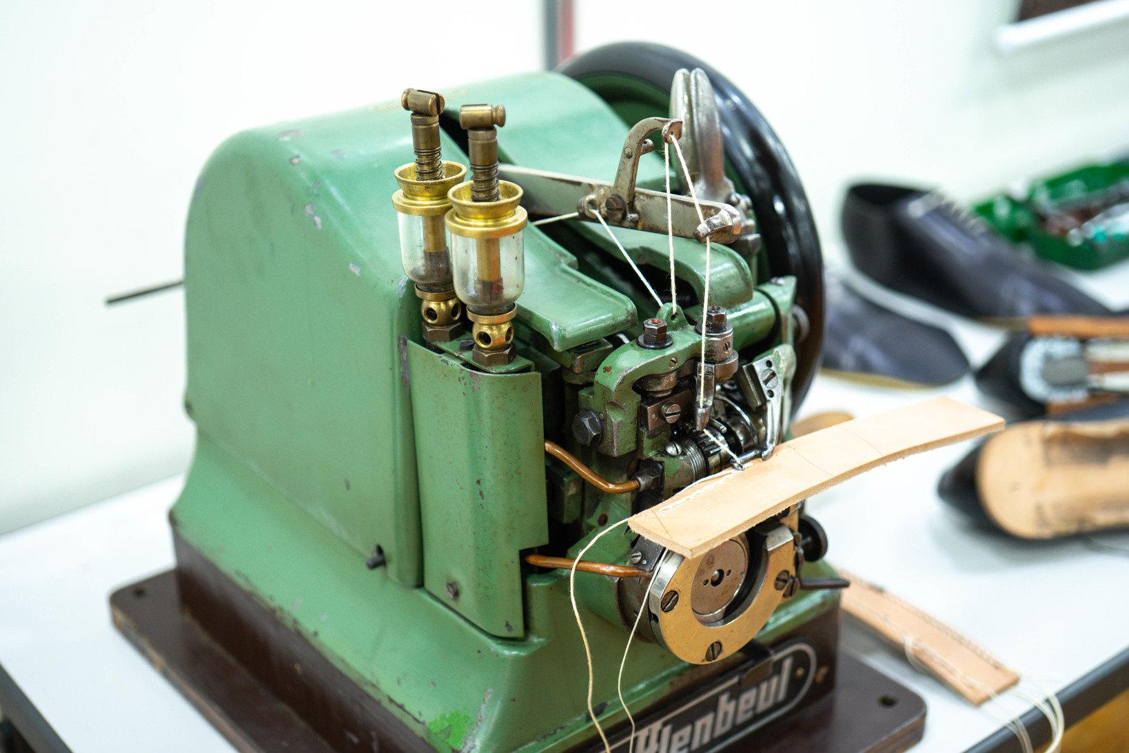修理しながら使っているという古い底抜い機械も展示されており、機械好きには堪らない内容に。
