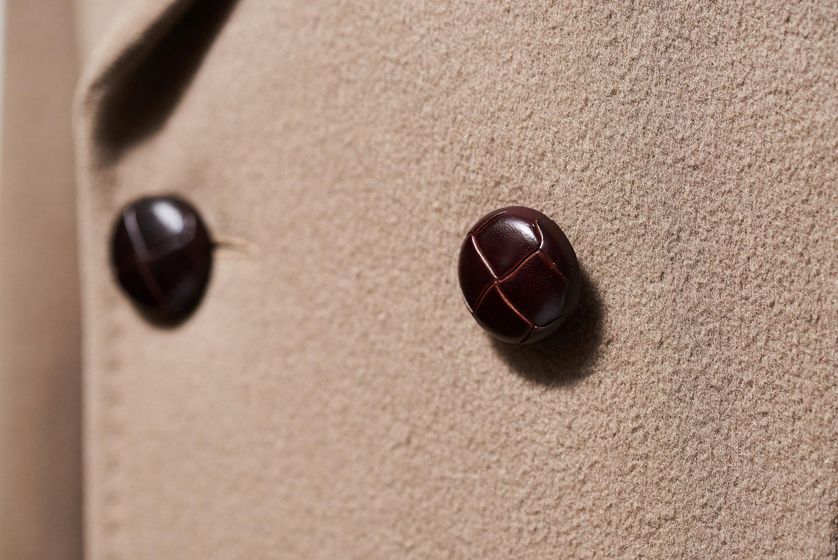 何気に機能性の高い革製のくるみボタン。