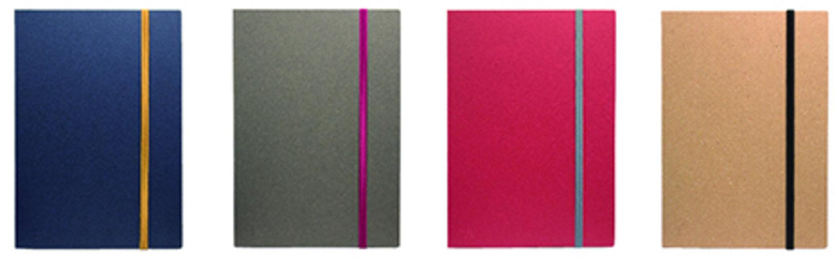 A5(一片のサイズ:14.4×20.4cm、内容:48 枚)左からインディゴ、チャコール、ルージュ、クラフト