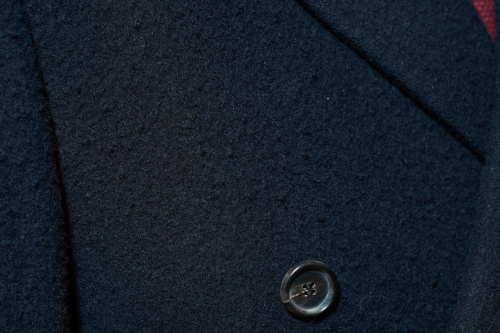 予め毛玉を作ってしまう「カセンティーノ」生地。メンテナンス性と保温性を兼ね備えた素晴らしいアイデア!
