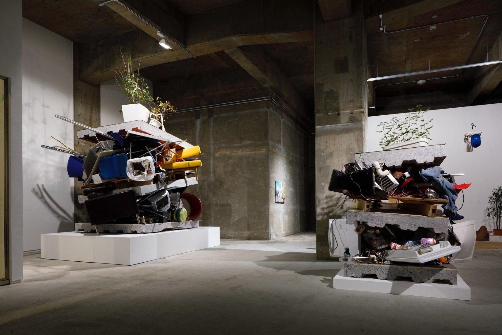ANOMALYでは、2019年1月26日(土)までChim↑Pom(チンポム)の展覧会「グランドオープン」が開催されている。Chim↑Pom「グランドオープン」展示風景 ©︎Chim↑Pom, Courtesy of ANOMALY, Tokyo Photo by Kenji Morita