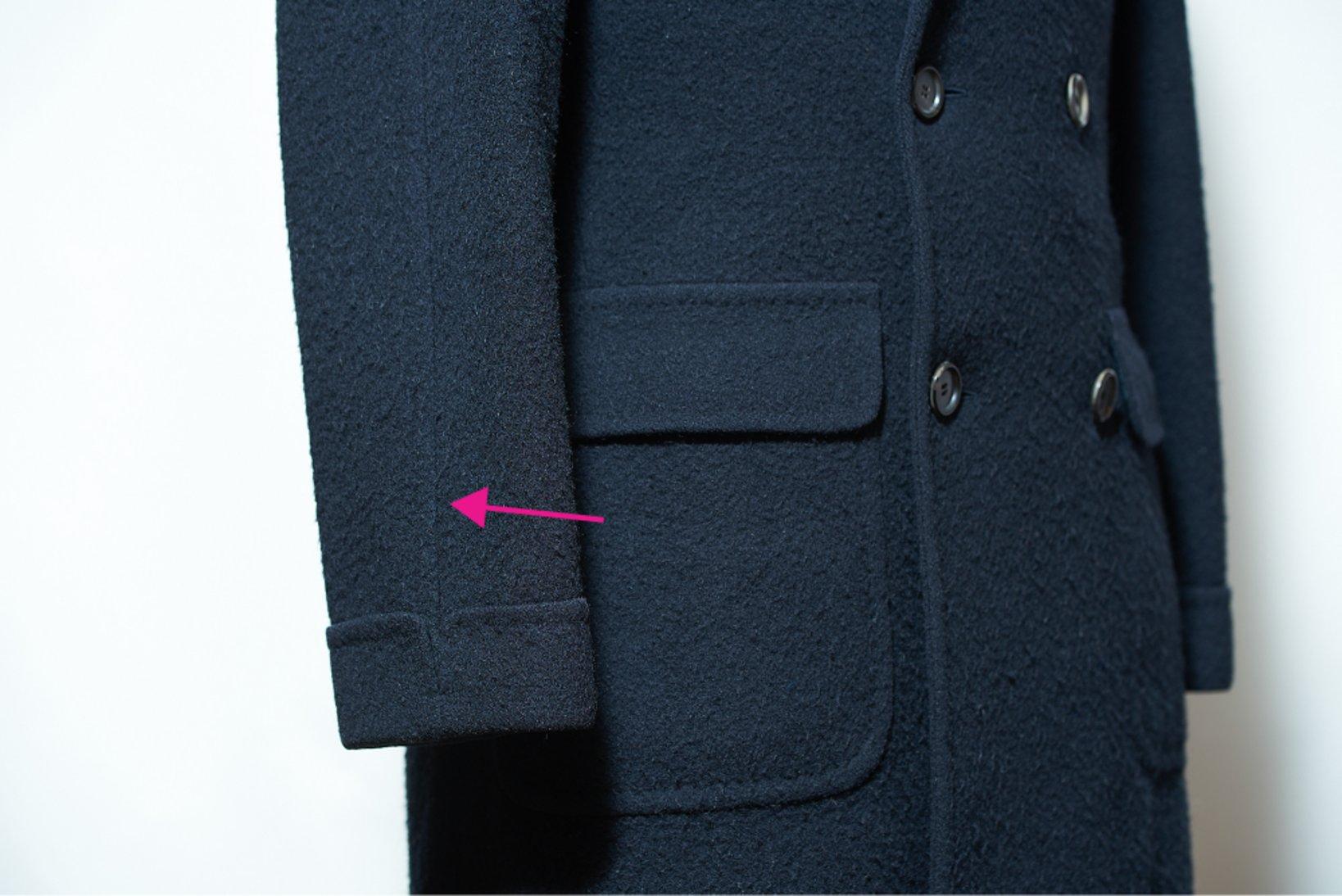 袖裾のカフスとセミラグランスリーブ。セットになりがちな組み合わせ。