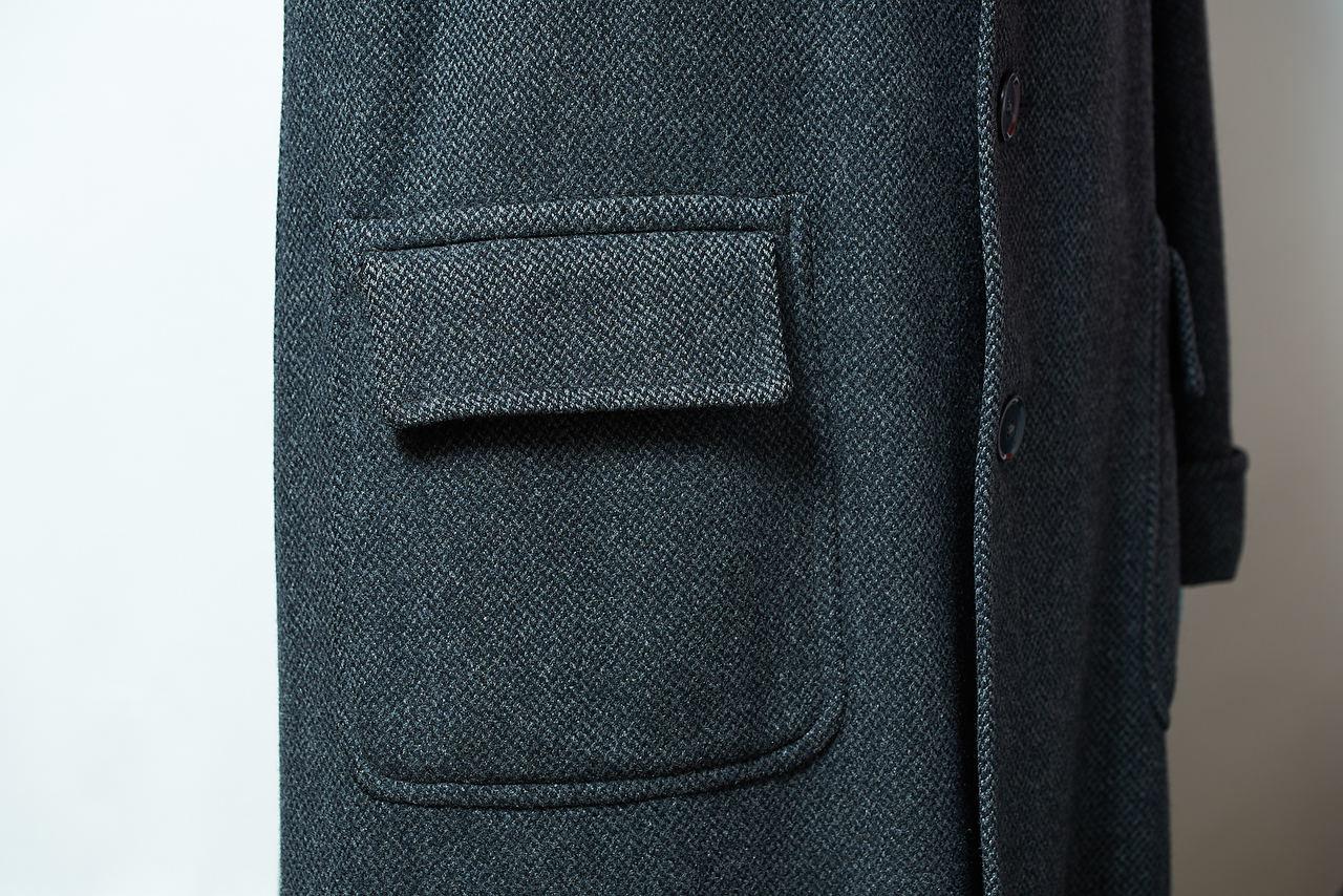 「フレームドパッチポケット」は、パッチ&フラップポケットを一周枠で囲ったような造形。