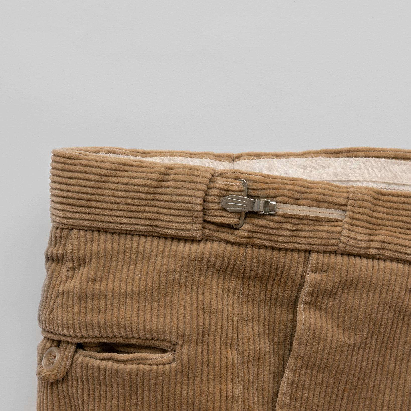 スライダーの形状は他にも色々ある。脇ポケットを必ず「斜めポケット」にしないと、見た目にも機能的にも無意味になるので注意。