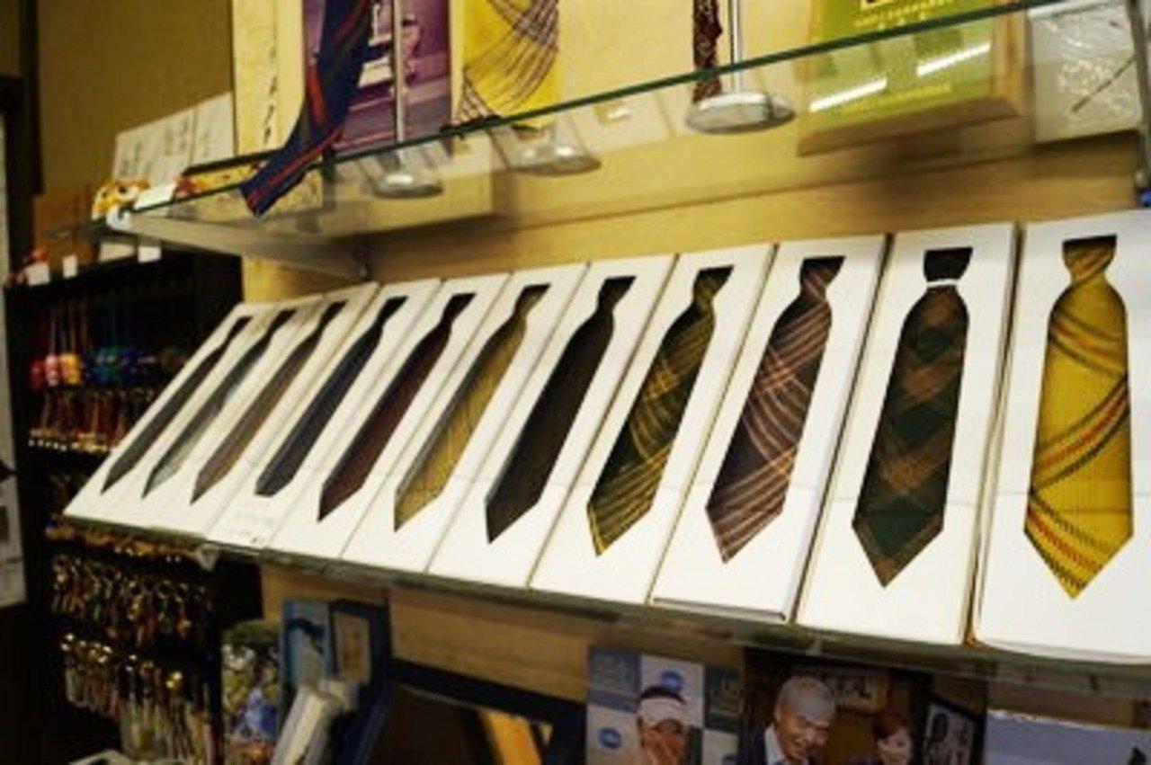組紐で作られたネクタイ