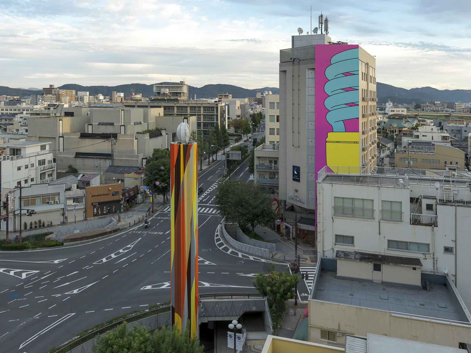 Michael Craig-Martin Beacon 2016 Digital print on vinyl Commissioned by Okayama Art Summit Executive Committee, Japan Supported by Okasan Securities Co., Ltd. Courtesy of the artist © Okayama Art Summit 2016  Photo: Yasushi Ichikawa