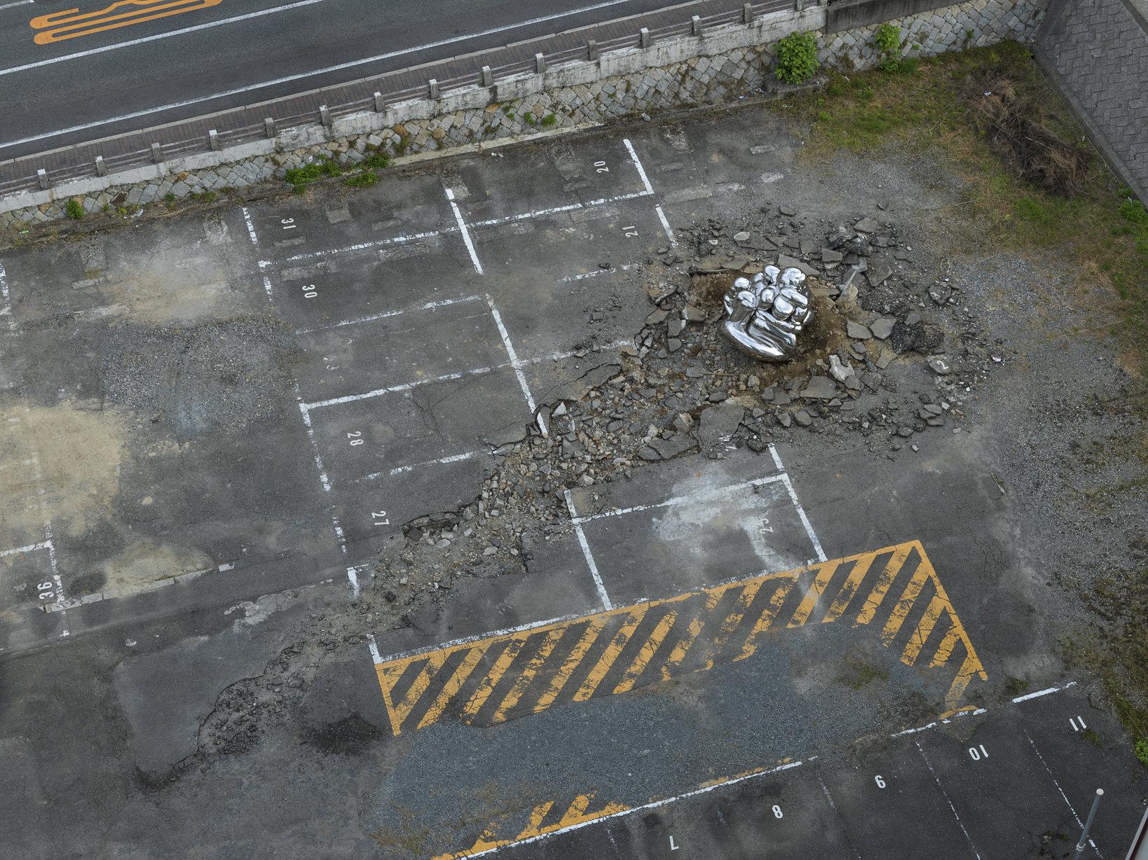 Ryan Gander Because Editorial is Costly 2016 Stainless steel, rubble Collection of Ishikawa Foundation Courtesy of the artist and TARO NASU, Tokyo © Okayama Art Summit 2016  Photo: Yasushi Ichikawa