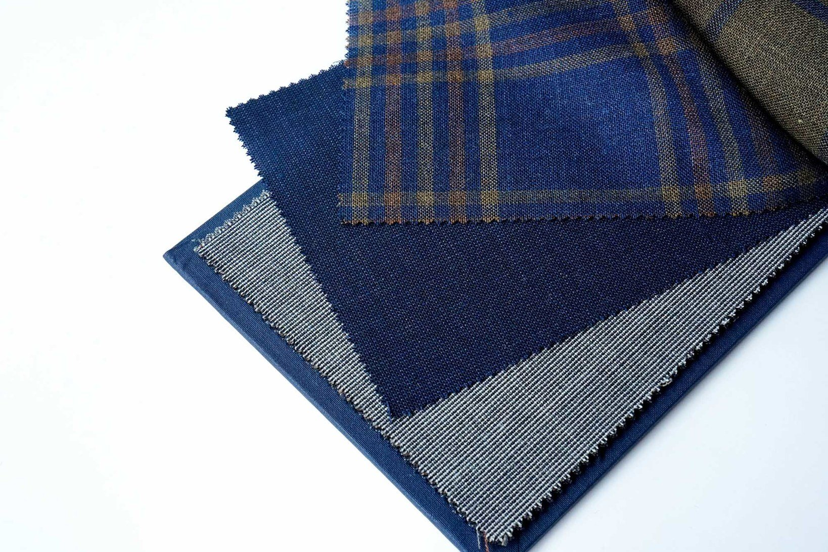 "<a href=""https://muuseo.com/square/articles/1127"">FOX BROTHERS</a>「FOX AIR」100% WOOL 285/315GMS 40色柄"