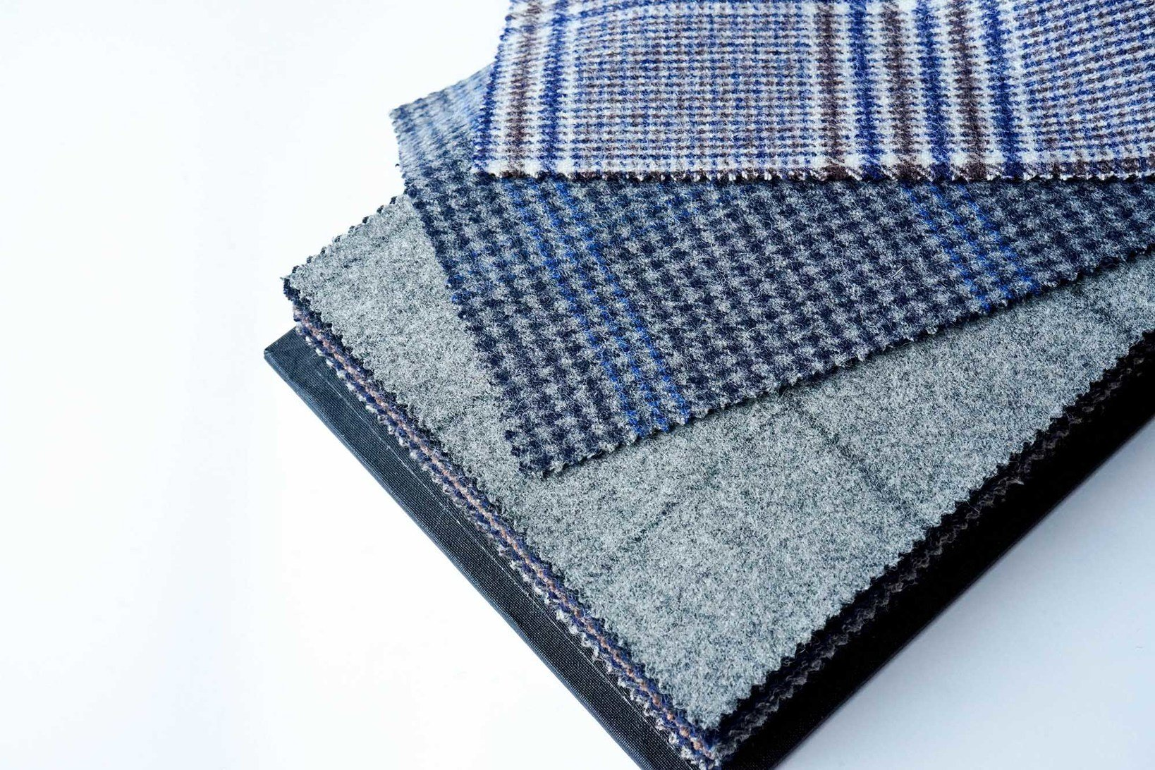 "<a href=""https://muuseo.com/square/articles/1127"">FOX BROTHERS</a>「HERITAGE FLANNEL」100% WOOL 480/510GMS"