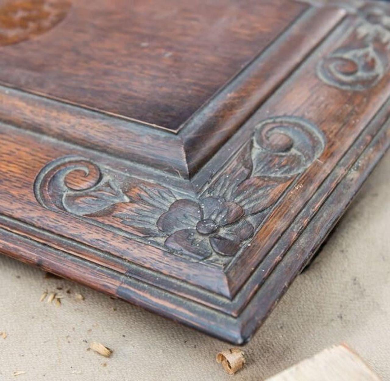 浅浮き彫りはチューダー様式のみならず、その後のさまざまな様式の家具に用いられてきた。