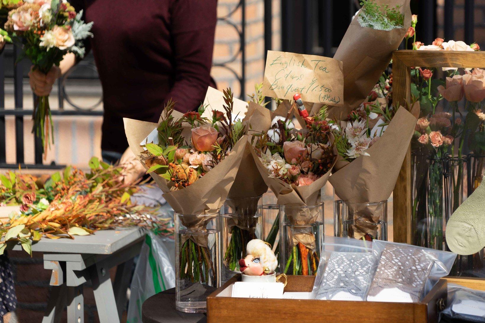秋らしい色どりのブーケは来場者にも大人気。ロンドンはじめヨーロッパ各地での修行を経て、独自のスタイルで活動するエンターテイメントフローリスト「tsuki+」福原由香里さんによる、イギリスの秋香る紅茶色のフラワーブーケ作りワークショップも開催されていました。