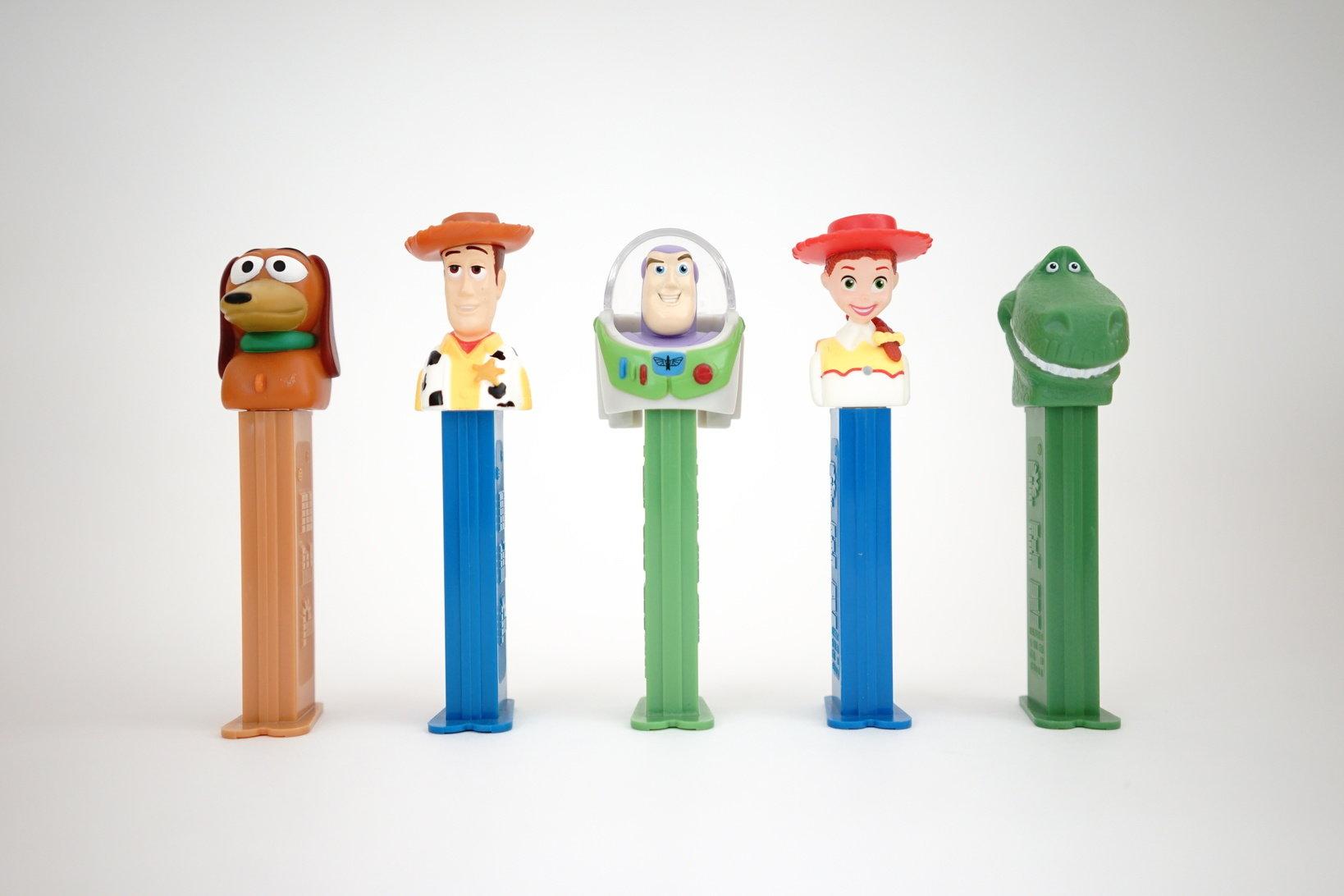 (左から)スリンキー・ドッグ、ウッディ、バズ、ジェシー、レックス