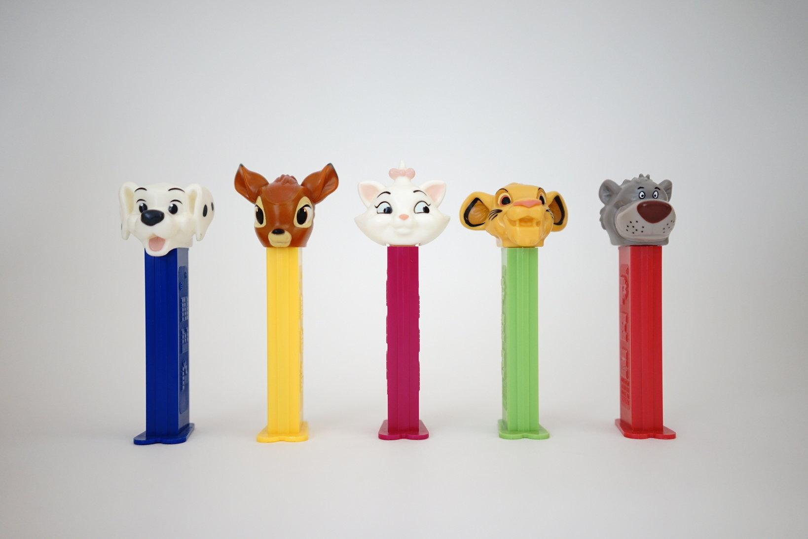 (左から)101匹わんちゃん、バンビ、マリー、シンバ、バルー
