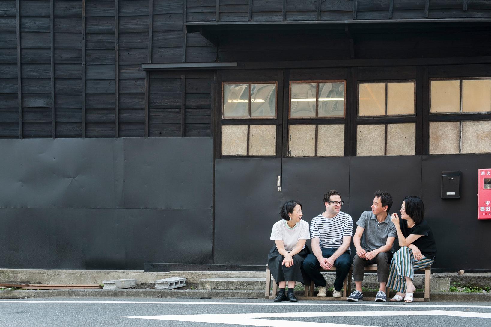 座談会は無人島プロダクションにて実施。2019年、無人島プロダクションは清澄白河から江東橋に移転した。移転後初の展覧会は、小泉明郎による「Dreamscapegoatfuck」展。