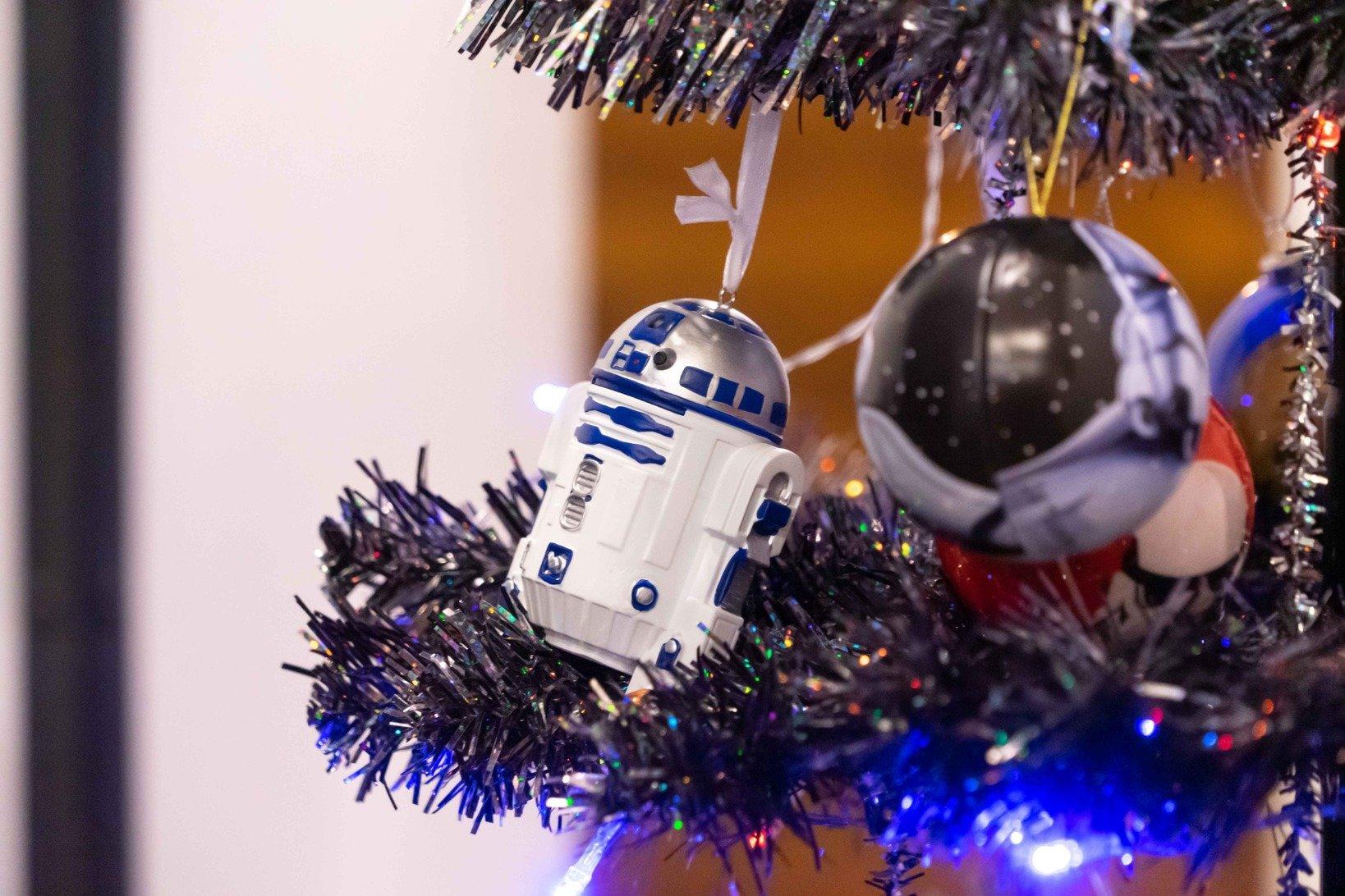 クリスマスシーズンということもあり、会場のツリーにはスター・ウォーズのオーナメントが飾られていました。
