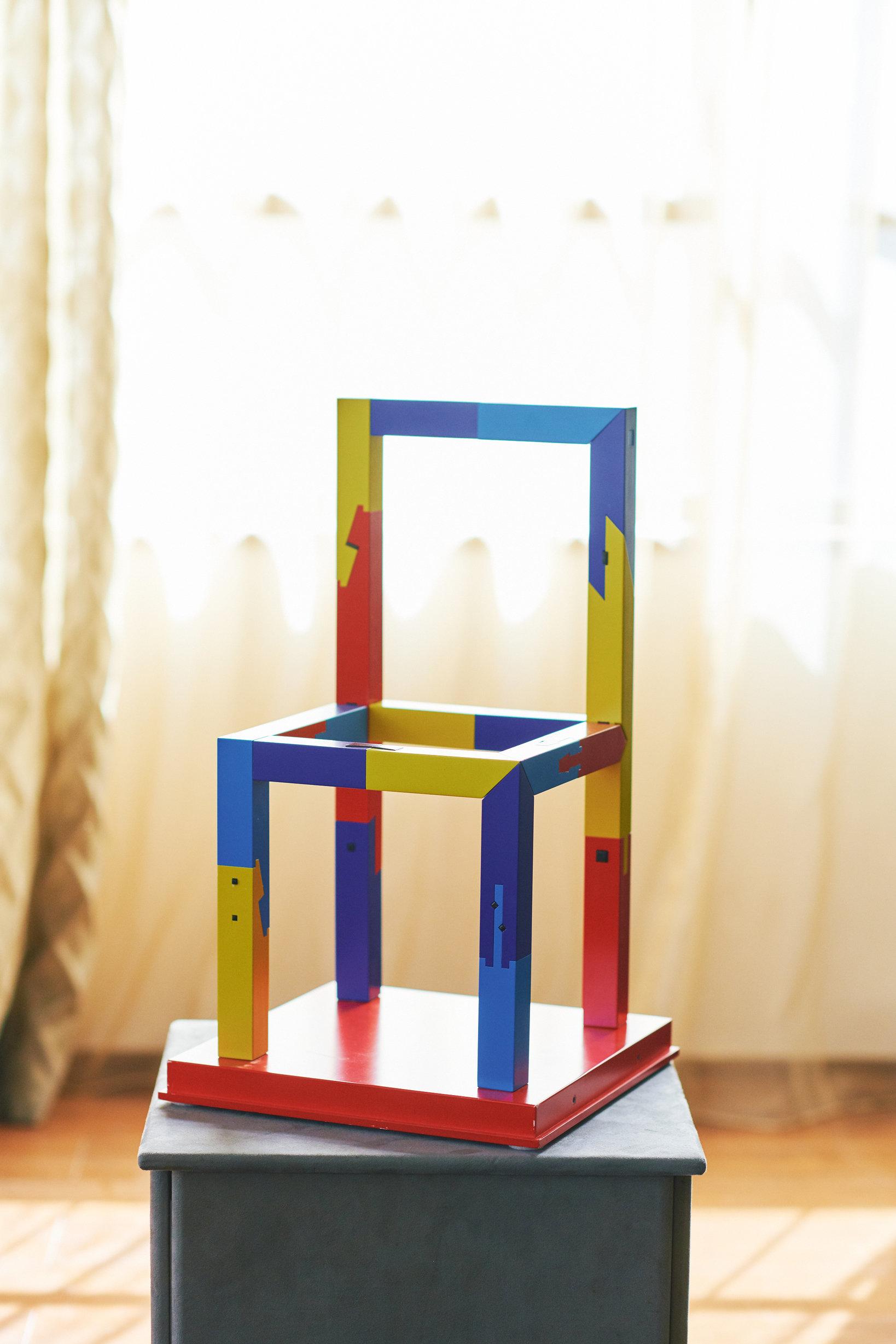 組手の技を集約してつくった椅子の模型