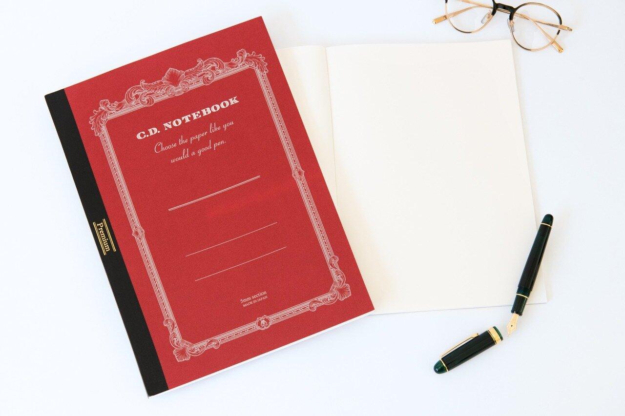 Premium C.D. NOTEBOOK 紳士なノート[B5・無罫・192ページ]¥1,300(税別)、写真・赤[A4・5mm方眼・192ページ]¥1,600(税別)/<a href=http://www.nippon-note.co.jp/ target='_blank'>日本ノート</a>