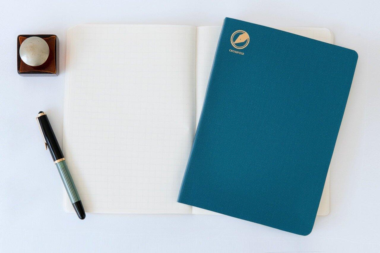 セブンシーズ クロスフィールド[A5・7mm方眼・384ページ]¥3,200/<a href=http://www.booknote.tokyo/ target='_blank'>渡邉製本</a>