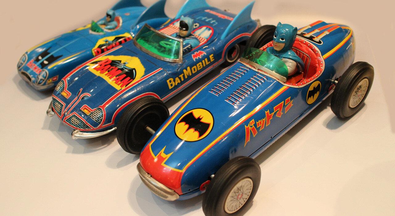 「バットマンの魅力を、もっとシェアしたい」。2000点以上のグッズを集めた上田さんが思い描く、バットマン好きが集まる「東京 Toy Cafe」の未来図。_image