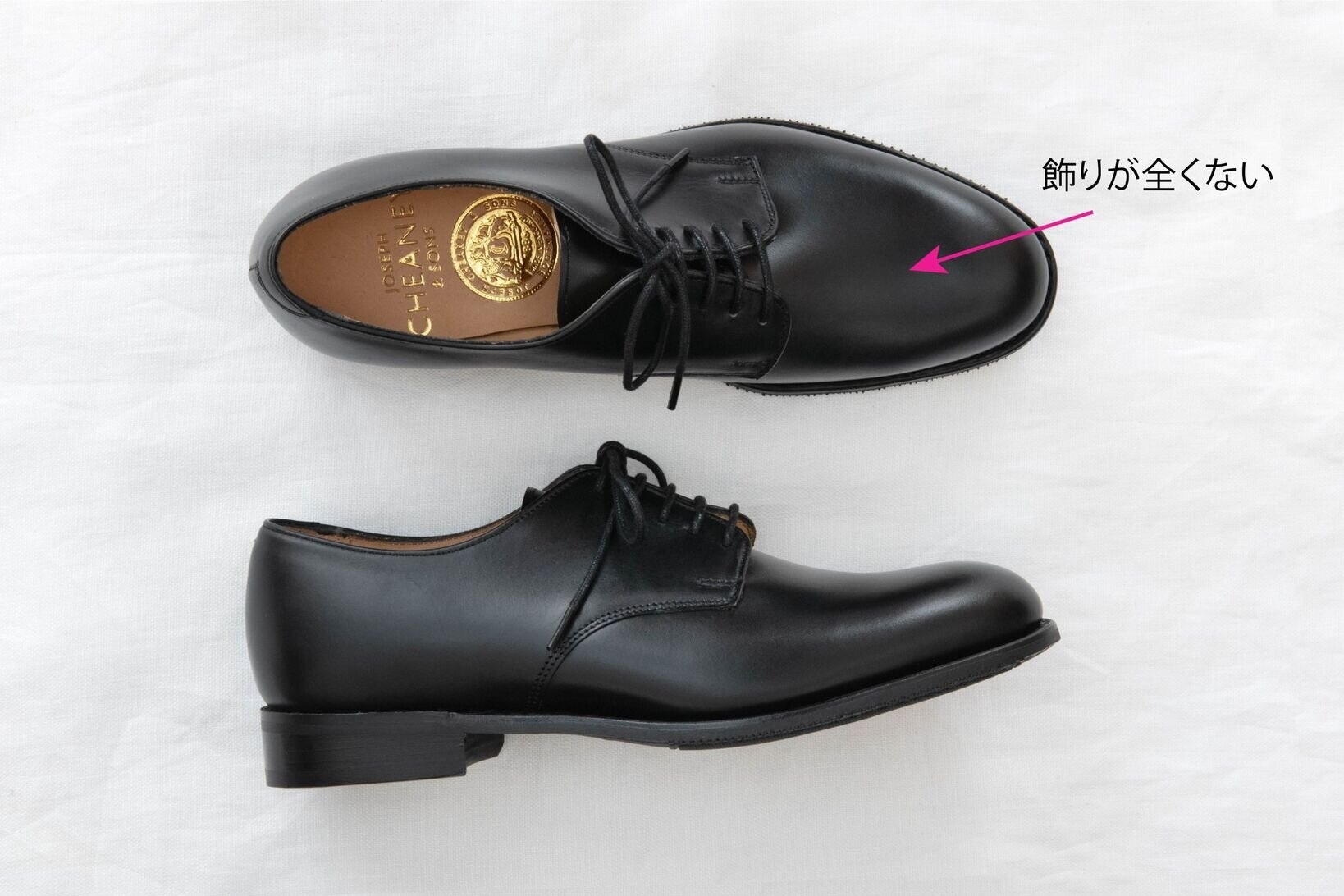 """「<a href=https://www.british-made.jp/c/brands/cheaney/cheaney-women/cheaney-plain-l/gd2105 target='_blank'>LORA</a>」¥63,000+税/ジョセフ チーニー(ブリティッシュメイド 銀座店) ▶︎靴の詳細は<a href=""""https://muuseo.com/square/articles/1322"""" target=""""_blank"""">連載第2回</a>をチェック!"""