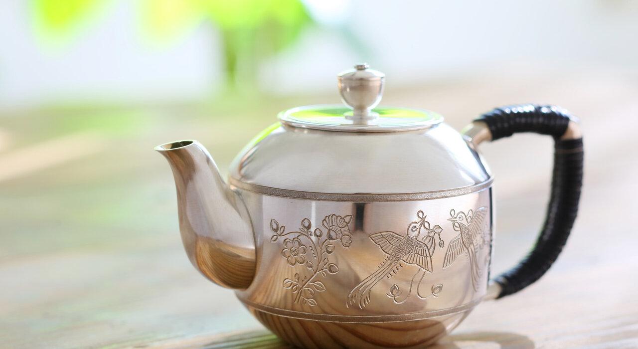 1,300年前の意匠に想いを馳せながらお茶をする。 ロマンが詰まった清課堂の「純銀含綬鳥文急須(じゅんぎんがんじゅちょうきゅうす)」_image
