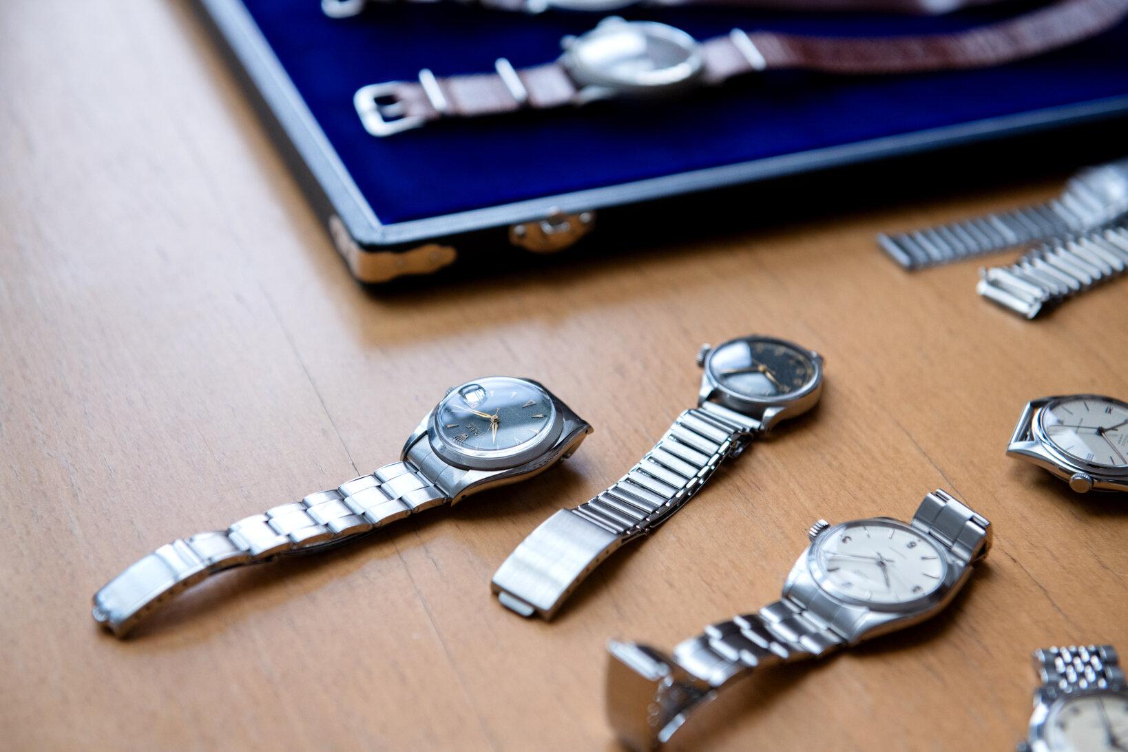 フルオリジナルの時計と並んでもまったく遜色がない抜群の完成度を誇る。