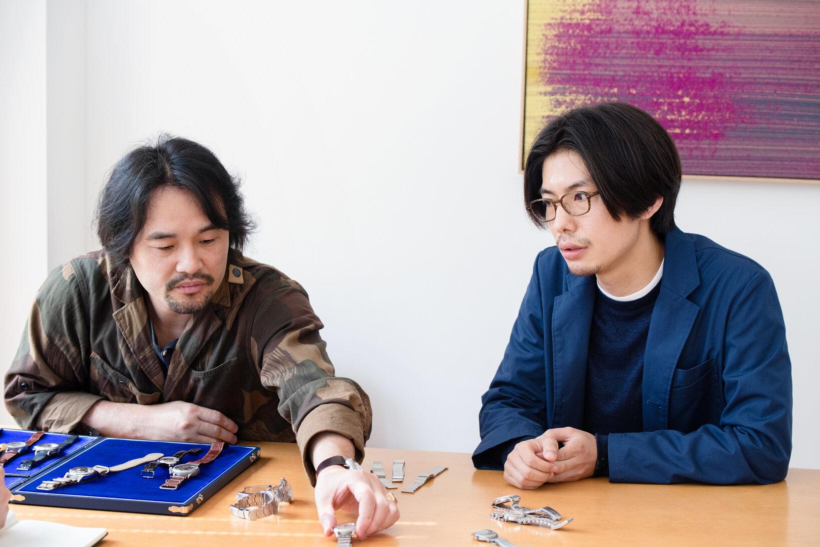 左から萩原秀樹さん、石川 智一さん。石川さんにお持ちいただいた5本の時計すべてにブレスレットがついています。