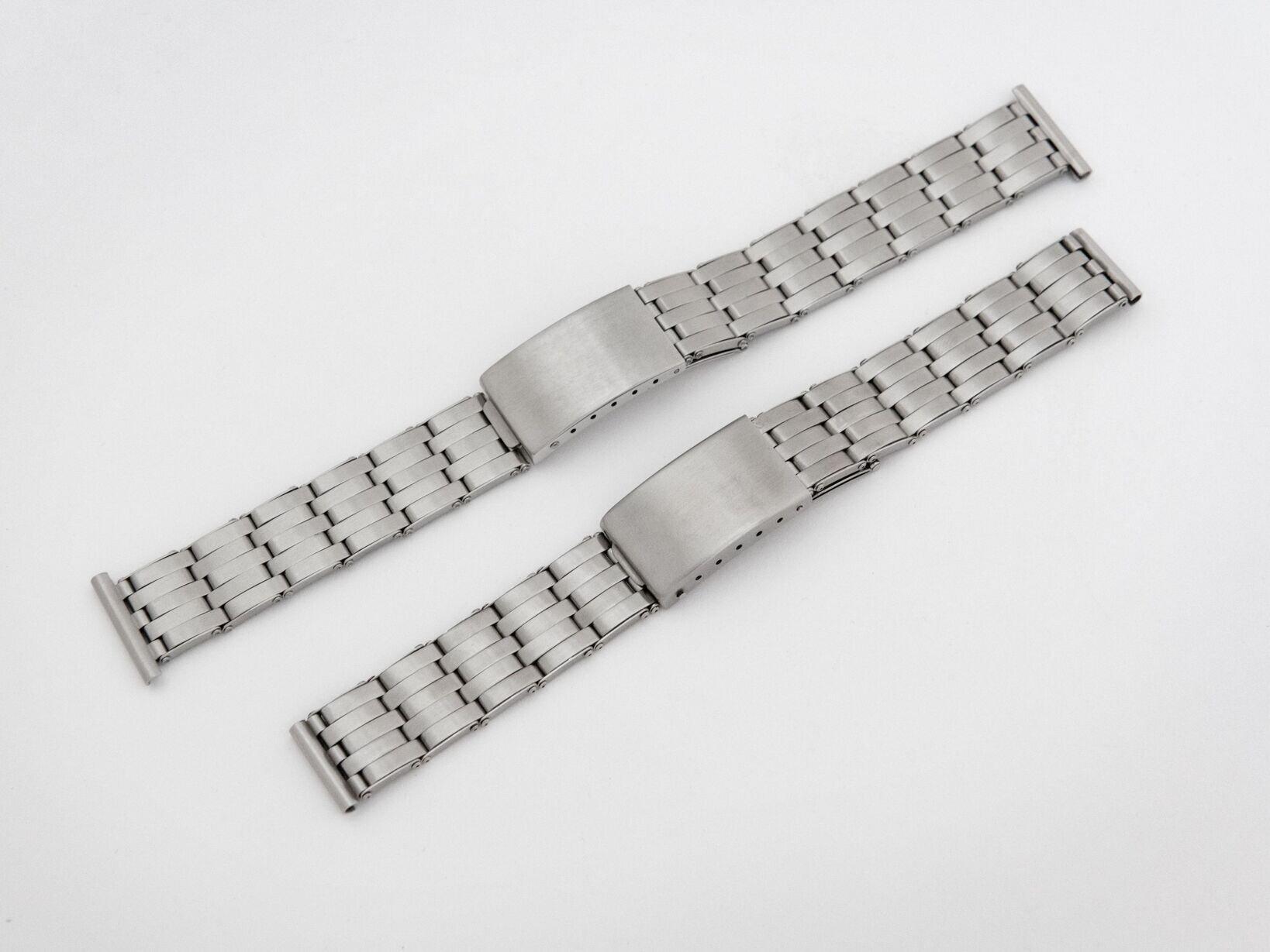 右側のヴィンテージのクロムウェルの製品と並べても遜色のない仕上がりを見せるケアーズのオリジナルブレスレット。16~20mまでのラグ幅の時計に対応する5サイズでの展開。