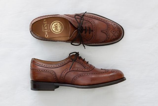 """「<a href=""""https://www.british-made.jp/c/brands/cheaney/cheaney-women/cheaney-wing-l/gd2099"""" target=""""_blank"""">MILLY</a>」¥63,000+税/ジョセフ チーニー(ブリティッシュメイド 銀座店)  こちらは、連載 第2回でも登場!▶︎<a href=""""https://muuseo.com/square/articles/1322"""" target=""""_blank"""">「おじ靴のバリエーションを知る。飯野高広の厳選17足!」</a>"""