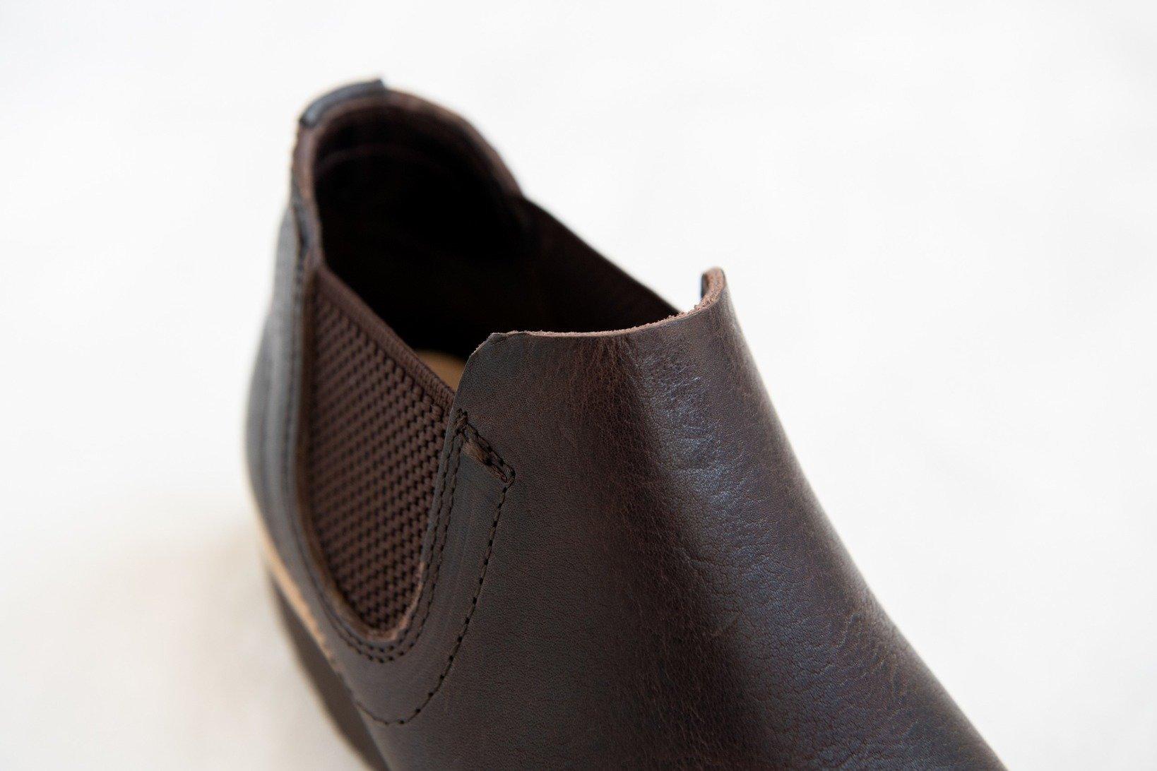 ワックスと揉み加工のお陰で革の表面はややマットな印象。筒丈が短めなのでサクッと気軽に履ける。