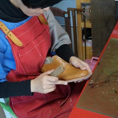 靴作りドキュメント第八回 靴を支える「本底(アウトソール)」を手縫いで縫い付けます_image