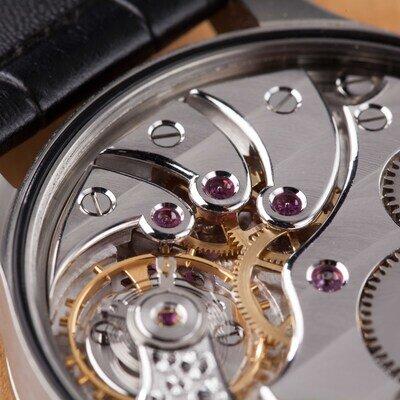 仕組みで選ぶ機械式時計。自動巻き時計と手巻き時計のメリット・デメリットとは?_image