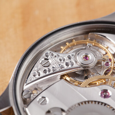 目と手で作り上げる。時計製作師の職人技