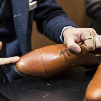 靴を磨く・靴を染める