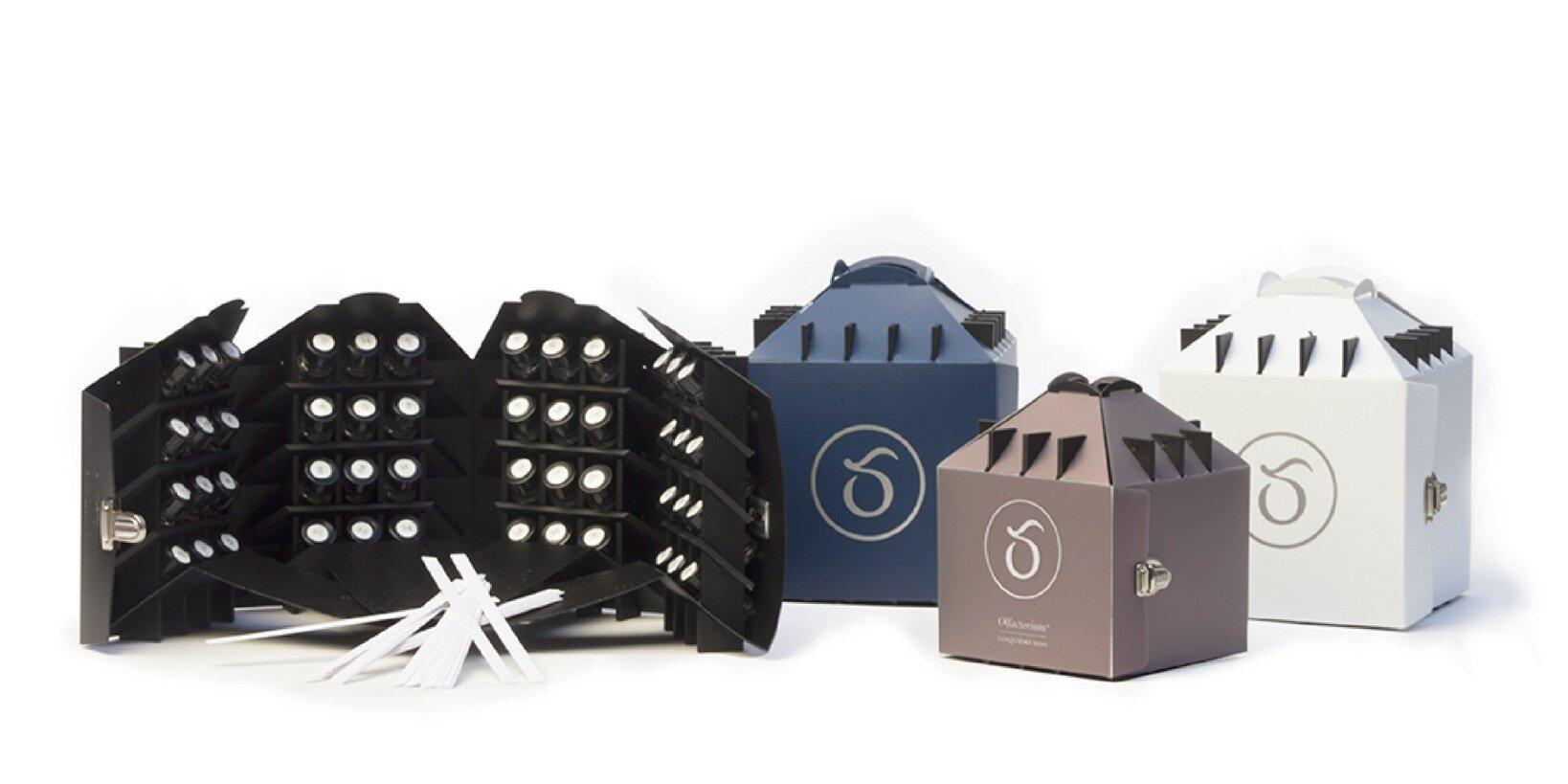 パリのサンキエムソンスでも使用されている48種類の香料がセットされた「Olfactorium(オルファクトリアム)™」。パフューマリーベーシックA、Bでは、併せて2つのオルファクトリアム™を使用します。