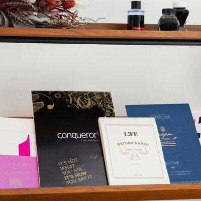 万年筆におすすめの便箋とは。日本橋高島屋 S.C.本館 セーラー万年筆担当のntさんと「万年筆と紙の相性」を探る!【前編】_image