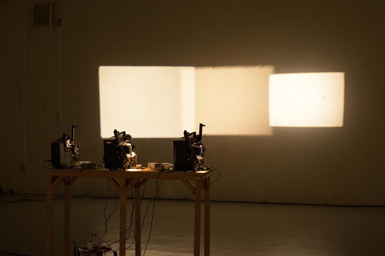 南俊輔「Zoom in out」展示風景 *出品予定作品  (玉川大学大学3号館102展示室, 東京, 2018年)
